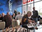 Schaakwedstrijd in de Sporthal Wethouder Verheij, Polderweg 300
