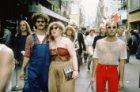 Winkelend publiek in de Kalverstraat bij de Dam