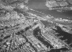 Luchtfoto met v.r.n.l. Oosterdok, Prins Hendrikkade, Binnenkant, Waalseilandsgra…