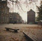Het plein voor Eerste Leeghwaterstraat 9-11, met uitzicht op (links) de Kraijenh…