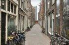 Sint Jansstraat gezien in oostelijke richting vanaf de Oudezijds Voorburgwal naa…