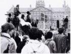 Vrouwenstakingsdag tegen de abortuswet, gezien over de Dam naar het Koninklijk P…
