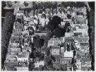 Luchtfoto van de Brouwersgracht (bovenaan) en omgeving gezien in noordelijke ric…