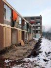 Sloop van de huizen voor de bouw van nieuwbouwwoningen, gezien vanaf de Vlaardin…