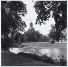 Singelgracht, gezien naar de uit 1771 daterende Muiderpoort, Sarphatistraat 124,…