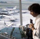 Blik vanuit de verkeerstoren op de A-pier op Schiphol met DC-9 en DC-10 vliegtui…