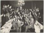 Groepsfoto met leden van het Amsterdams Studentencorps, in de sociëteit aan de S…