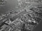 Luchtfoto Afgesloten IJ, Stationsplein Open Havenfront, Prins Hendrikkade, Singe…