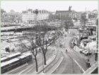 Stationsplein oostzijde met op de achtergrond Prins Hendrikkade 22-47