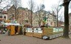 Leidseplein met ijsbaan, kerstkramen en kerstman met slee met rendieren