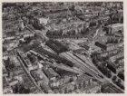 Luchtfoto van het Weesperpoortstation en omgeving gezien in noordoostelijke rich…
