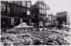 Nieuwmarkt - panden in de Dijkstraat 23-31. Op de voorgrond groentetuintjes op d…
