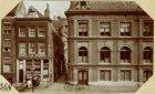 Oude huizen aan de Spuistraat hoek voormailge Huiszittensteeg - afgebroken ten b…
