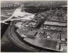 Luchtfoto van de industriegebieden Over-Amstel en Duivendrecht gezien in noordwe…