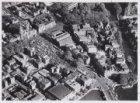 Luchtfoto van het Waterlooplein en omgeving gezien in zuidoostelijke richting