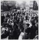 Kinderoptocht op de Lijnbaansgracht tijdens de Bevrijdingsfeesten van 1955
