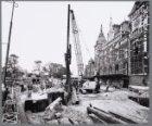 Heiwerkzaamheden voor de metrobouw voor de ingang van het Centraal Station