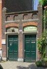 Lindengracht 200 met voormalige Lagere School nr. 113, links toegang tot de Bank…