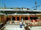 Bouwput voor een nieuw hotel aan de Bickersgracht en op de achtergrond Tussen de…