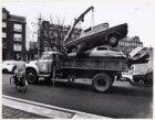 Een auto wordt weggetakeld op het Bellamyplein