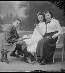 Flora Alvares Vega (1895-1935), Johanna ...