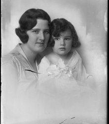 Flora Seline Samuels, Josephine Göttlich