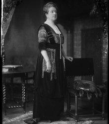 Thora Nanna van Loon-Egidius (1865-1945)