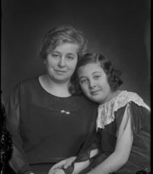 Frances Jacobina van Oss, Tertia Kolthof...