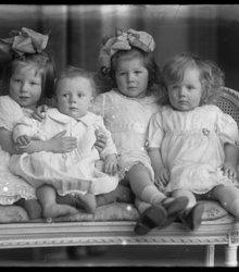 Karin, Pieter, Ingrid en Elsie Blom, (vl...