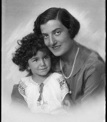 Edith Wehl, Yvonne Lamon