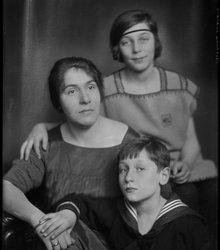 Mathilde de Groot, Hester Thilly Knap, M...