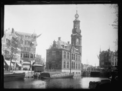 Muntgebouw en Munttoren gezien vanaf het Singel