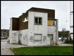 Stadionplein 18 (achterzijde) met  het exterieur van het voormalig portierhuisje…