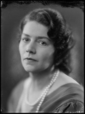 Annie Follender (1892-1987)