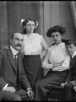 David Marcus Elias, Dora Elias, Olga Eli...
