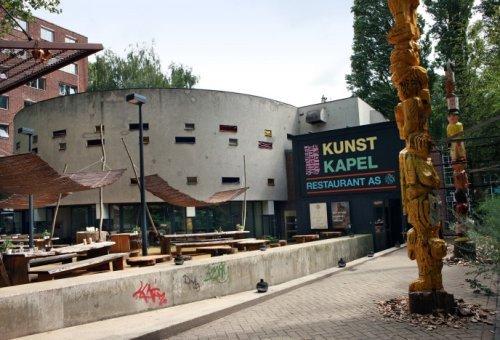 beeldbank stadsarchief amsterdam de kunstkapel met op de voorgrond het terras van restaurant
