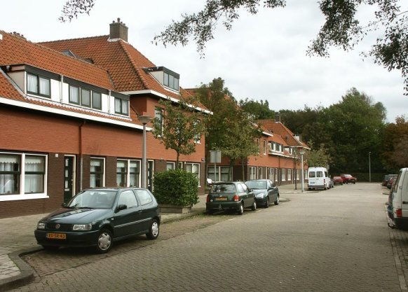 Azaleastraat 2 t/m 18 (v.r.n.l.), gezien naar Wingerdweg
