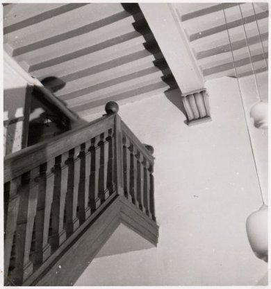 Interieur van het West-Indisch Huis, Haarlemmerstraat 75. Het trappenhuis en de bordestrap