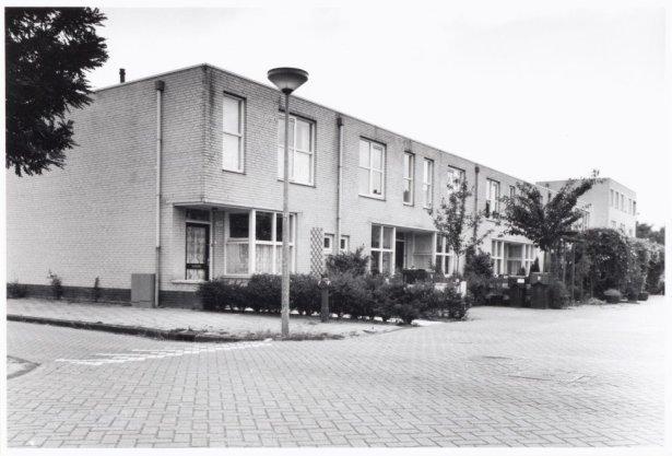 Geerdinkhof 582 t/m 588 en 589 t/m 595 (v.l.n.r)
