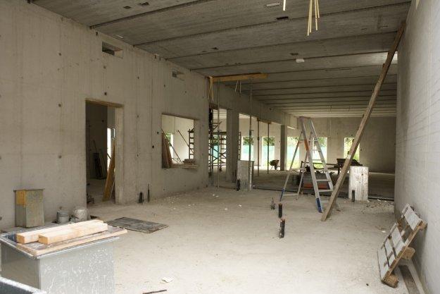 Interieur van de nieuwe synagoge van de Liberaal Joodse Gemeente aan de Zuidelijke Wandelweg tijdens de bouw
