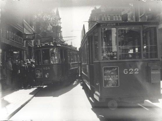 Verkeersongeval in de Leidsestraat bij de Prinsengracht: verkeerspolitie, verkeersongevallen, trams