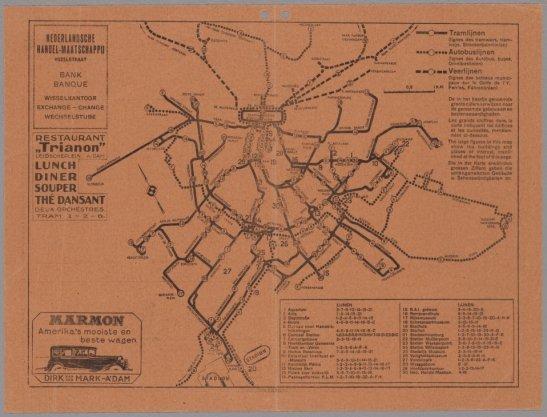 Kaart van Amsterdam met weergave van de tram-, bus-, en veerlijnen en verschillende advertenties op schaal ca. 1:30.000