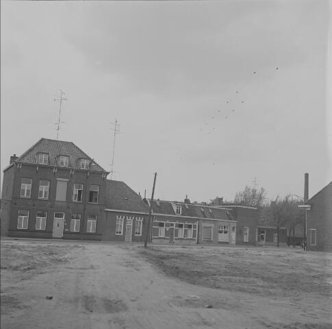 Kruisstraat gezien vanaf de Lievekamp met links Pension Van Bakel, Oss 1966 (foto: Fotopersbureau Het Zuiden, collectie BHIC, 1659-000085)