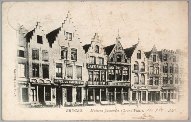 Gezicht op de noordzijde van de Markt.