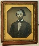 Visualizza Porträt eines jungen Mannes. USA. anteprime su
