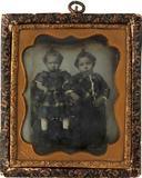 Visualizza Bildnis zweier kleiner Mädchen in karierten K… anteprime su