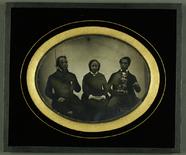 Miniaturansicht Vorschau von Fannye Savoye mit zwei Männern