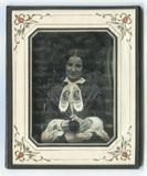 Visualizza En face Porträt einer jungen lächelnden Frau.… anteprime su