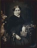 Visualizza Porträt einer unbekannten Dame mit dem Buch. … anteprime su