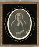 Visualizza Ältere Frau mit weißer Haube und einer weißen… anteprime su